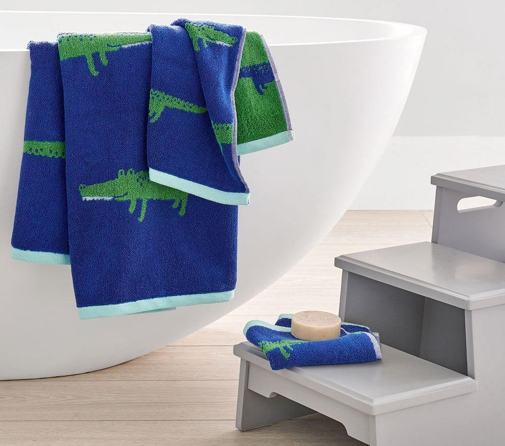 Alligator Jacquard Towel Collection