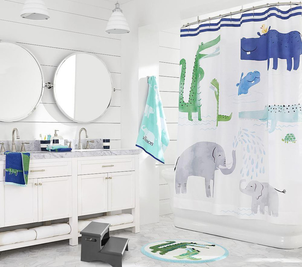 Alligator Jacquard Towel Collection