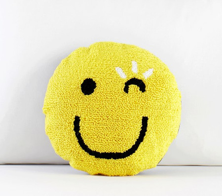 FLOUR SHOP Winky Face Pillow